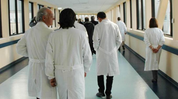 E' stato trasferito dal reparto di rianimazione alla struttura di degenza di malattie infettive dell'ospedale Santa Maria della Misericordia di Perugia, uno dei due giovani, non umbri ma studenti nel capoluogo di regione, intossicati dal botulino dopo una cena consumata in casa