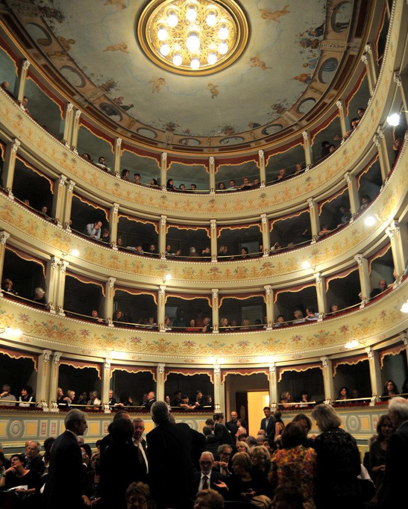 L'interno del Teatro Sociale Amelia