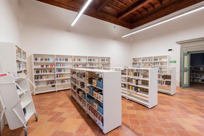L'interno della biblioteca