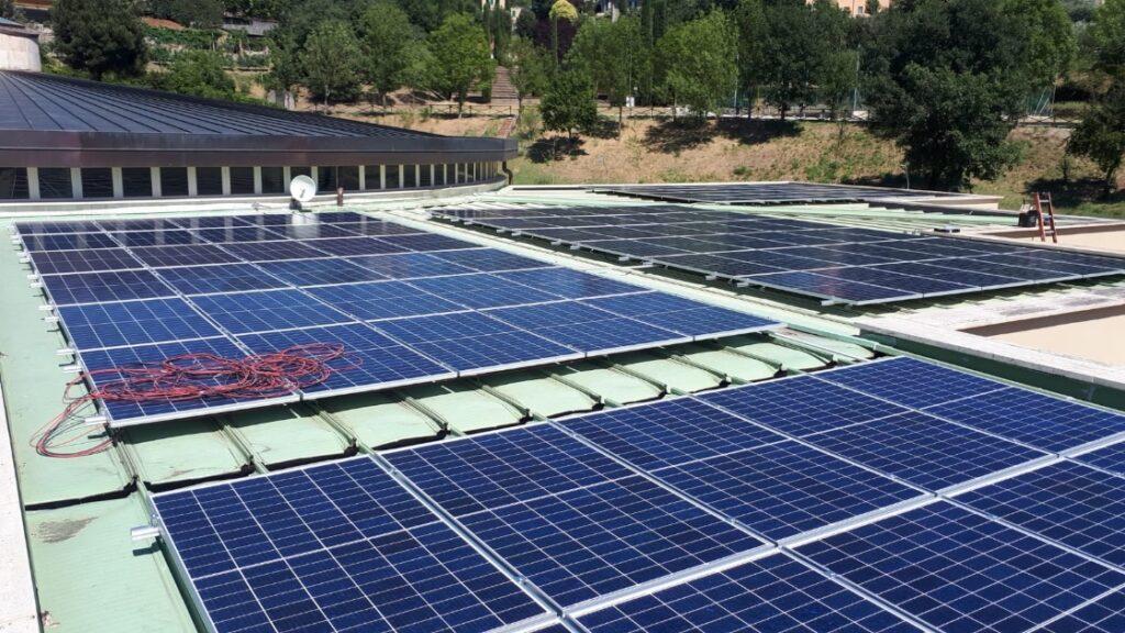 I pannelli solari dell'impianto fotovoltaico installato sul tetto del museo paleontologico di Pietrafitta