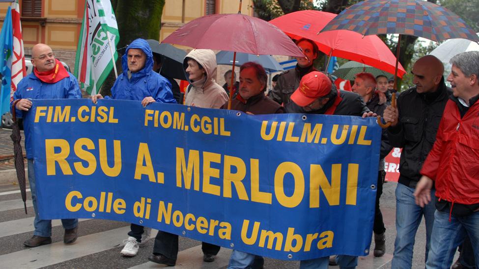 Una manifestazione degli operai della ex Merloni
