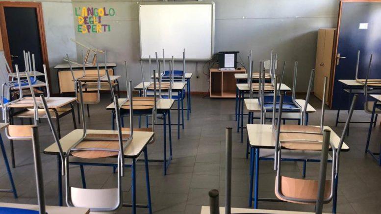 aule delle scuole ancora vuote