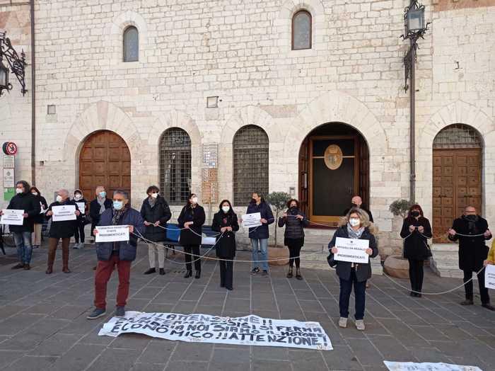 I commercianti di Assisi protestano in piazza