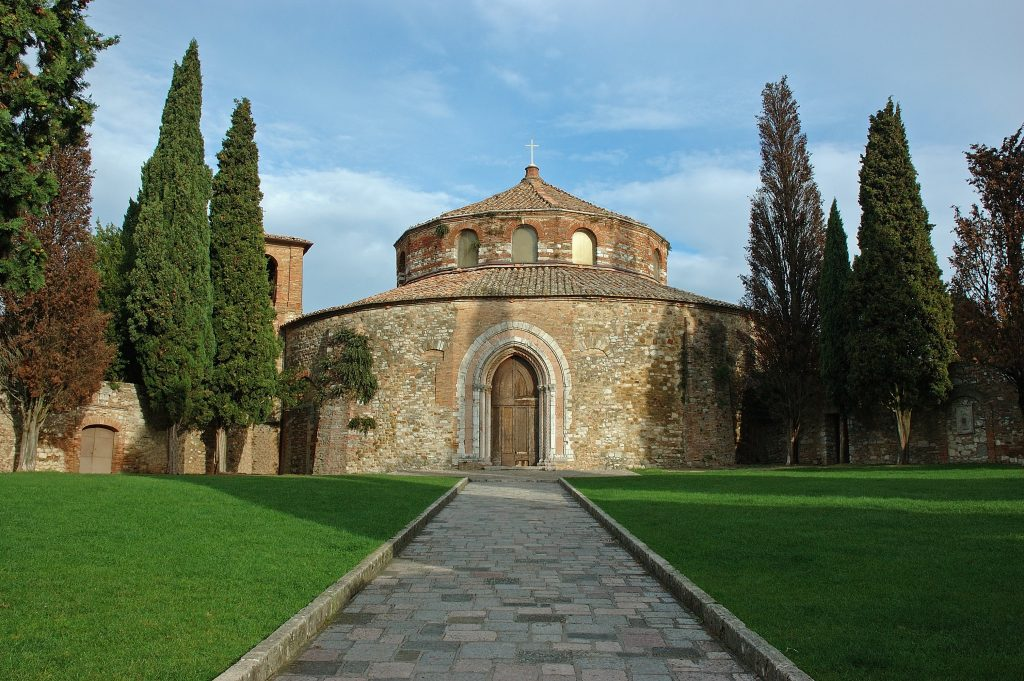 l' area verde davanti al Tempio di Sant'Angelo a Perugia