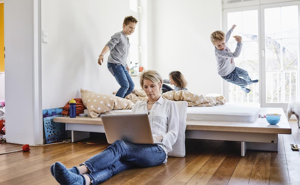 Le difficoltà delle donne in questo anno di Covid. Un esempio: smart working con figli a casa