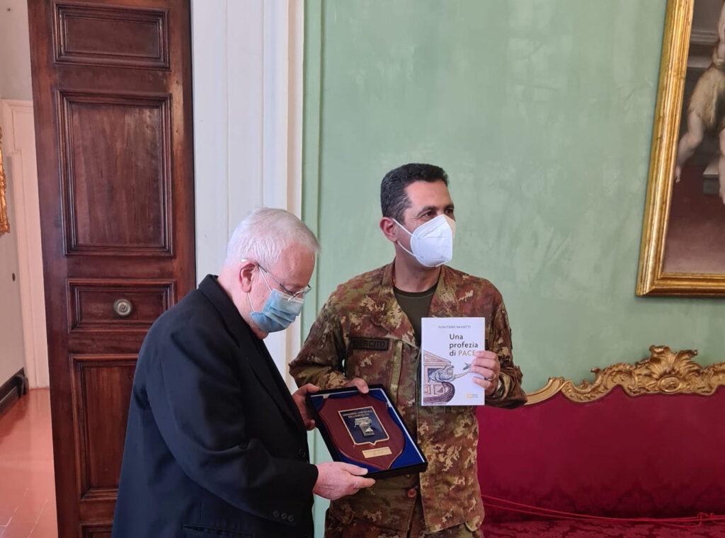 Il generale Figliuolo con il cardinale Gualtiero Bassetti durante l'udienza privata