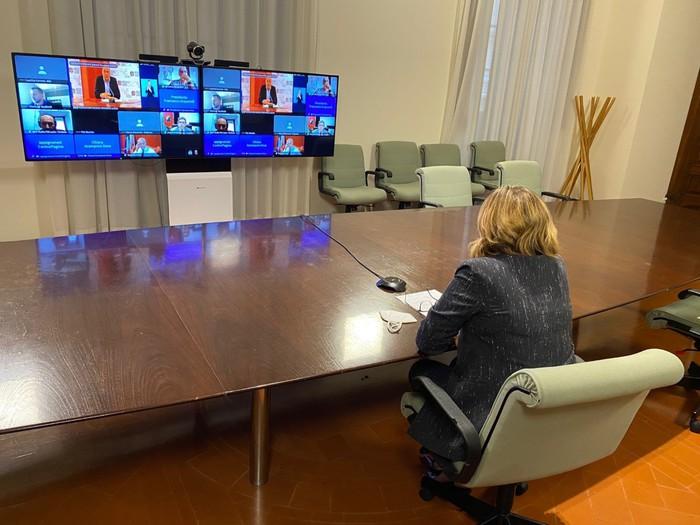 La presidente Tesei durante l'incontro