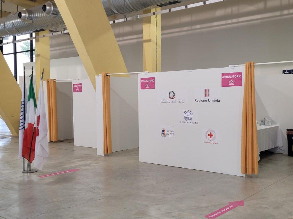 L'interno dell'hub vaccinale realizzato da Confindustria