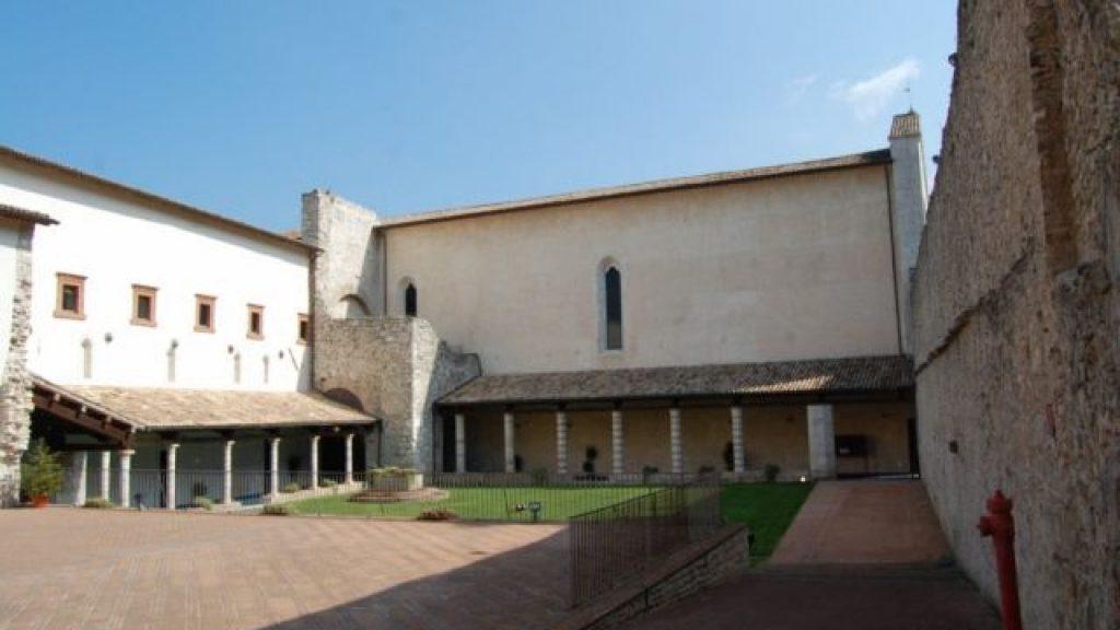 Chiostro di San Nicolò a Spoleto dove si tiene il Festival Rai per il Sociale