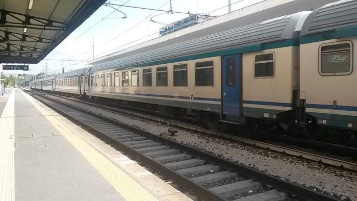 Giovane muore investita da un treno
