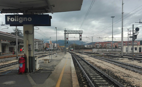 i binari della stazione di Foligno