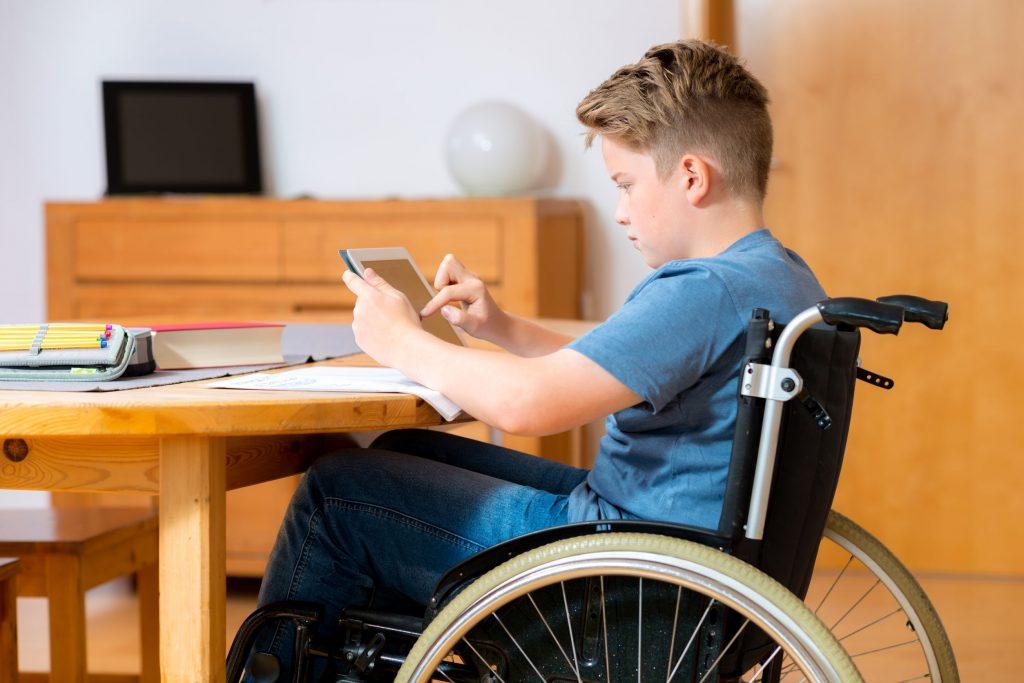 Un giovane disabile