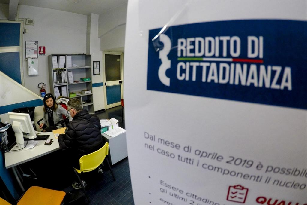 Un ufficio per avere il reddito di cittadinanza