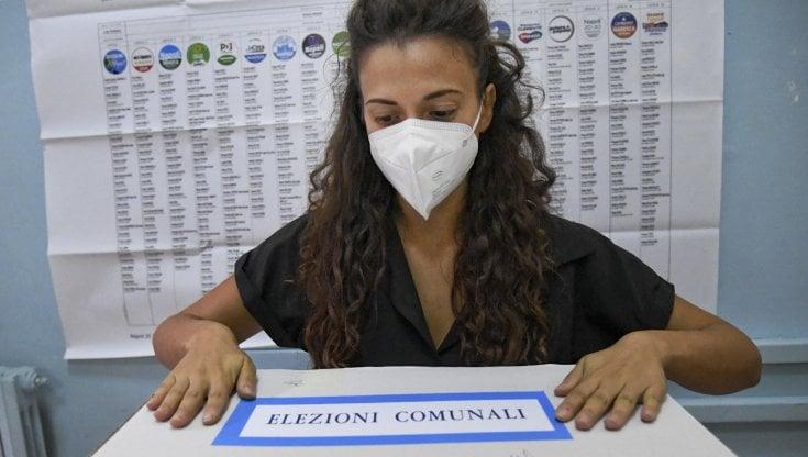 Un seggio elettorale in provincia di Terni