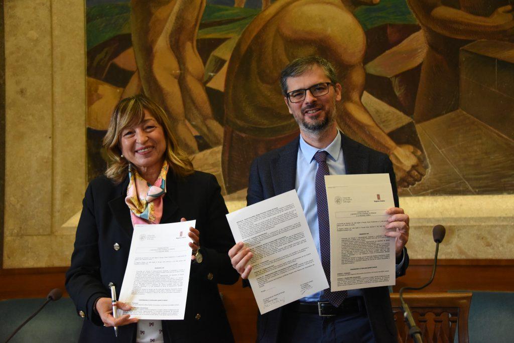 La presidente Donatella Tesei, e il rettore della Stranieri, Valerio De Cesaris